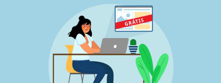Mulher sentada em uma mesa digitando em um computador sobre a mesa. Do computador sai um navegador com um site e uma faixa escrito grátis sobre o navegador.