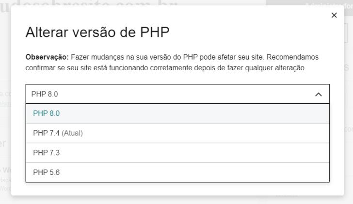 É possível alterar a versão do PHP diretamente no painel do cliente